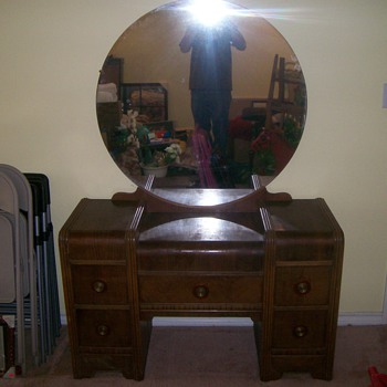 Waterfall dresser and night stand - Furniture