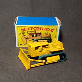 Mighty Mega Mover Matchbox MondayMB-18 Caterpillar Bulldozer 1965-1968  - Model Cars
