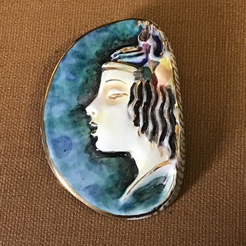 Porcelain/ceramic brooch - Costume Jewelry