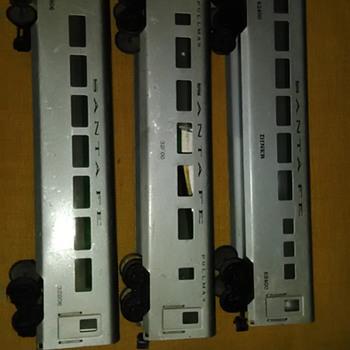 U & R Manufacturing Co. 1949 to 1952 Passenger Cars Rare!! - Model Trains