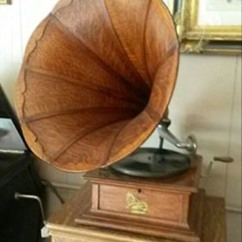 1906 Columbia Gramophone Phonograph with panel oak horn - Records