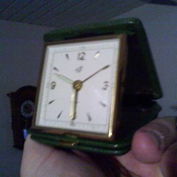 oddball 7 rubi Calve,..or Calv'e travel clock  - Clocks