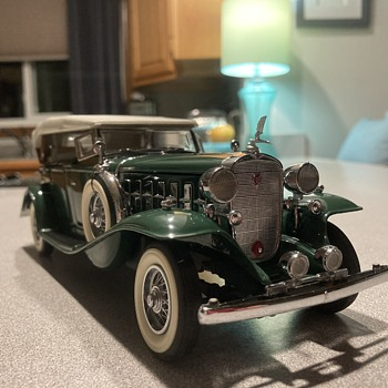 Danbury Mint 1932 Cadillac V-16  - Model Cars