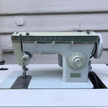 Singer Hushmatic - Sewing