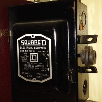 smallish old SQUARE D SAFETY SWITCH