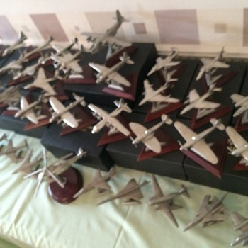 36 Royal Hampshire Pewter Aircraft c/w stands. - Military and Wartime