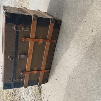 Trunk found in an attic - Furniture