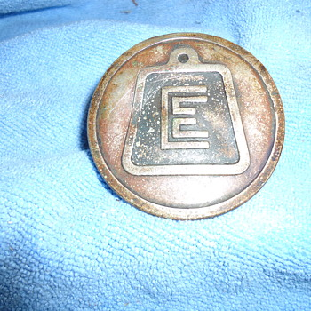 OLD VINTAGE CAR BUMPER BADGE ????? - Classic Cars