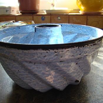 Old baking pot