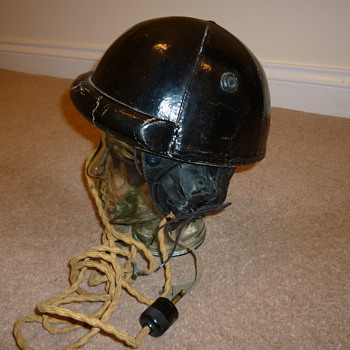 WW11 Canadian tank crew helmet - Military and Wartime
