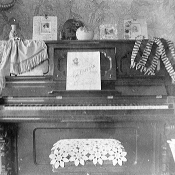 Piano and 3 girls funny pictures 1901 - Photographs