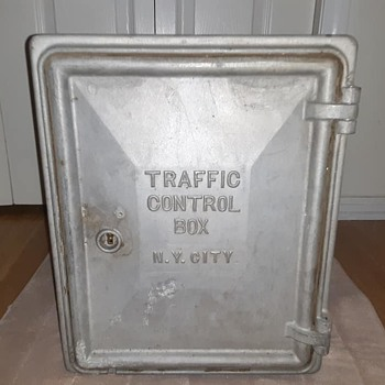 Early-20th century traffic control cabinet from the city of New York - Signs