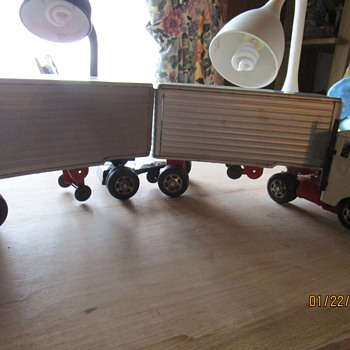 TIN TOY TRACTOR  W/PUP TRAILERS