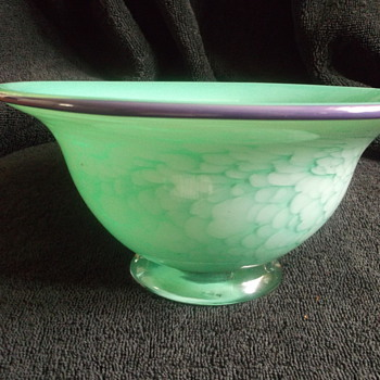 What type of bowl is this? - Art Glass