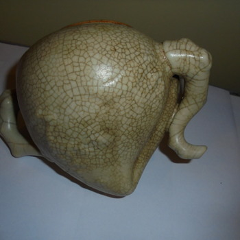 What is this ? Some type of Asian water vessel? - Asian