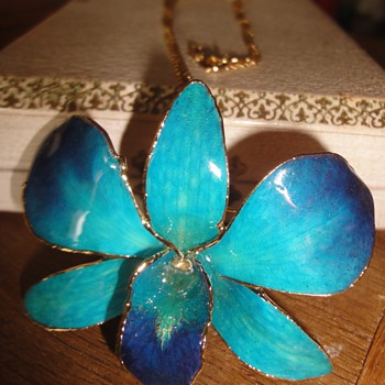 Gold plated enameled Orchid brooch/pendant - Costume Jewelry