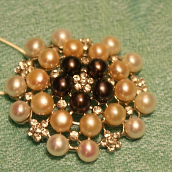 Pendant/brooch - Does anyone know who made this? - Costume Jewelry
