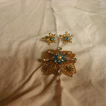 AMCO  pen, pendent and earrings - Costume Jewelry