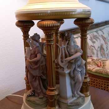 "Vintage ""Four muses"" table lamp with eyecatching figurines - Lamps"