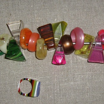 Better picture of 1970's lucite rings - Costume Jewelry