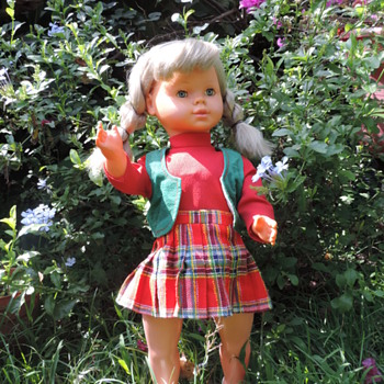SELINA THE WALKING AND SINGING DOLL - Dolls