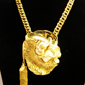"""Vintage Jonathan Bailey for Trifari """"Sculpturesque"""" Necklace - Costume Jewelry"""