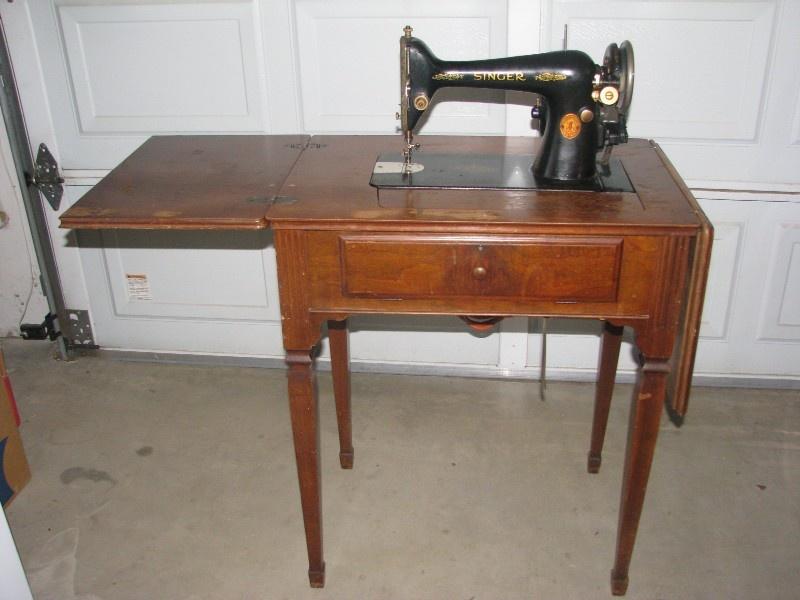 Singer Sewing Machine In Need Of TLC Collectors Weekly Beauteous Vintage Singer Sewing Machine For Sale