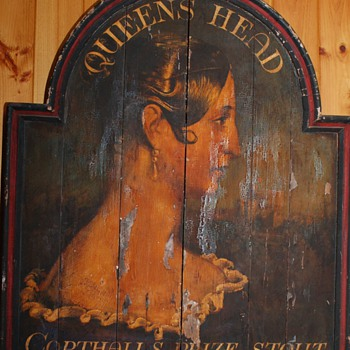 Queen's Head Sign - Signs