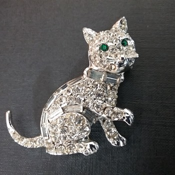 Pell cat brooch  - Animals