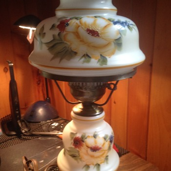 I need help identifying a Vintage Lamp Yellow Rose Design L & L 8480 For Base - Lamps