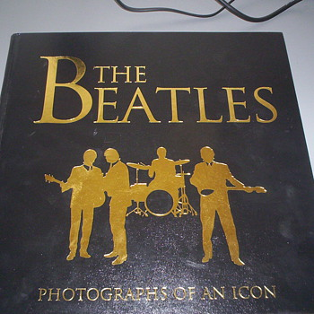 THE BEATLES -PHOTOGRAPHS OF A ICON - Books