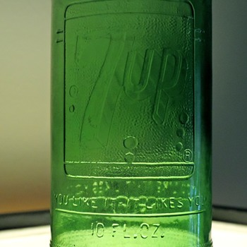 1968 7UP Soda Bottle Anchor Hocking Connellsville, PA Green Embossed 10 Ounces Vintage NDNR - Bottles