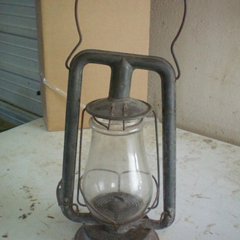 ANTIQUE BARN LANTERN???? HELP - Lamps