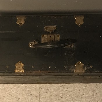 Old luggage trunk. - Furniture