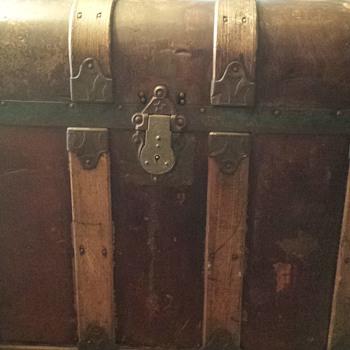 antique trunk possibly? - Victorian Era