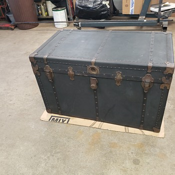 Information wanted on this chest - Furniture