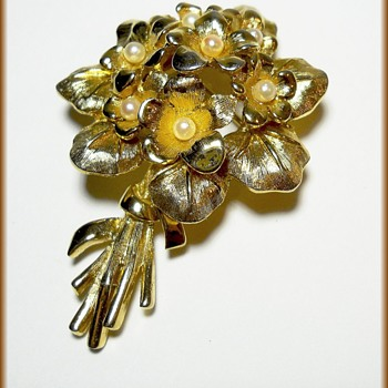 BOUCHER BROOCH - Violets ( Marked ) - Costume Jewelry