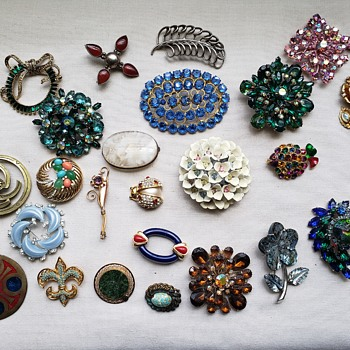 Brooches Today! - Costume Jewelry