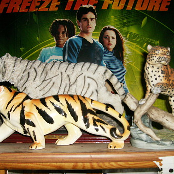 TIGER FIGURINES AND A CHEETAH FIGURINE - Animals