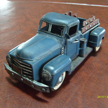 Old Tin Truck no# F183 - Model Cars