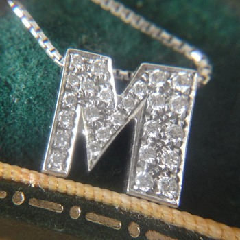 Wonderful 18K white gold letter M pendant and chain