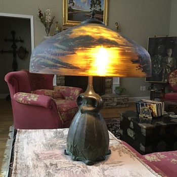 1900's Handel lamp with a glass shade reverse painted.  - Lamps
