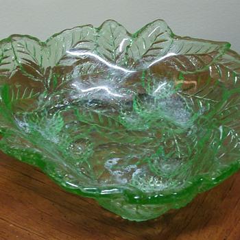 Indiana # 606 Loganberry uranium glass bowl
