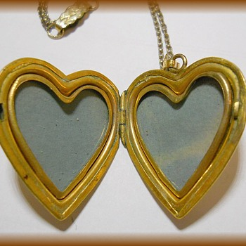 Another Locket -- HEART Vintage - Fine Jewelry