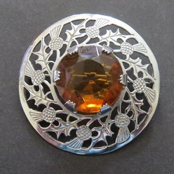 Mizpah Scottish Brooch - Costume Jewelry