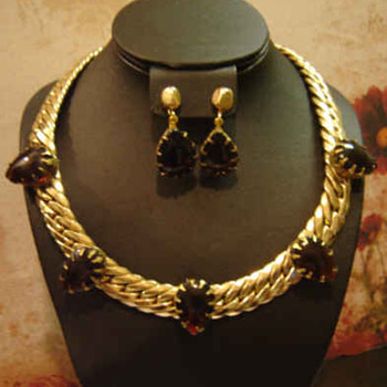 Pegasus Coro Signed Des. Pat. Pend. Root beer Necklace - Earrings - Costume Jewelry