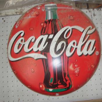 coke button    plastic  - Coca-Cola