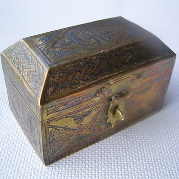 Egyptian (?) box. From when ? - Furniture