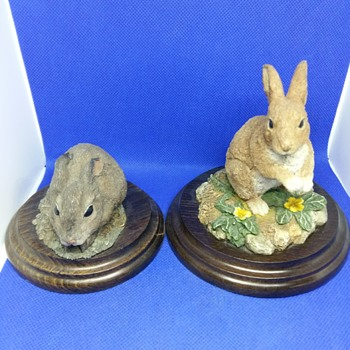 Two resin rabbits  - Animals