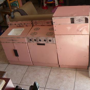"""Wolverine """"Rite-Hite"""" Kitchen Set - Pink - Kitchen"""